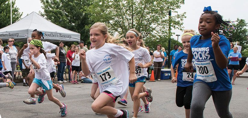 Kids participating in Southern Bancorp fun run